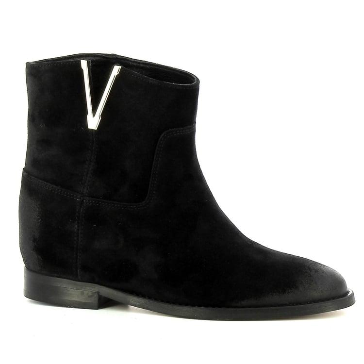 Czarne botki na koturnie z zamszu CARINII--B7440-H20-000-000-E63